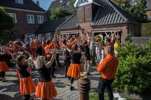 En privat fest bliver overrasket af Copenhagen Showband...